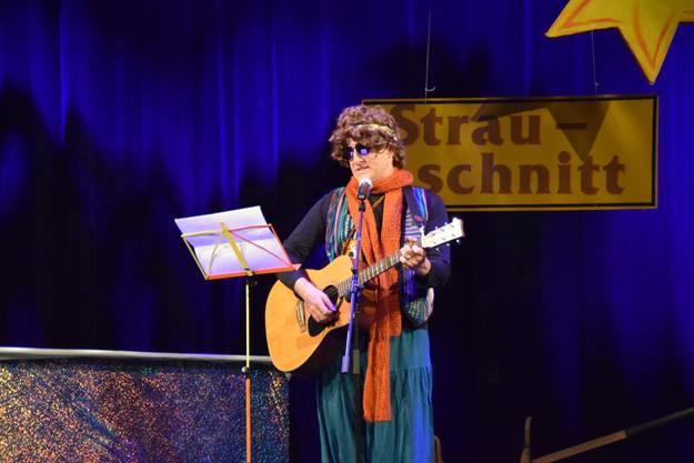 Gemeindeammann Arsène Perroud präsentierte selbst geschriebene Schnitzelbänke.