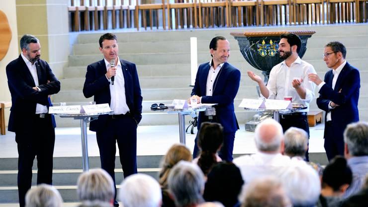 Debatte: Stadtrat Dominik Gresch, SVP-Nationalrat Thomas Burgherr, Moderator Philippe Pfister, SP-Nationalrat Cédric Wermuth und SP-Regierungsrat Urs Hofmann (v. l.).