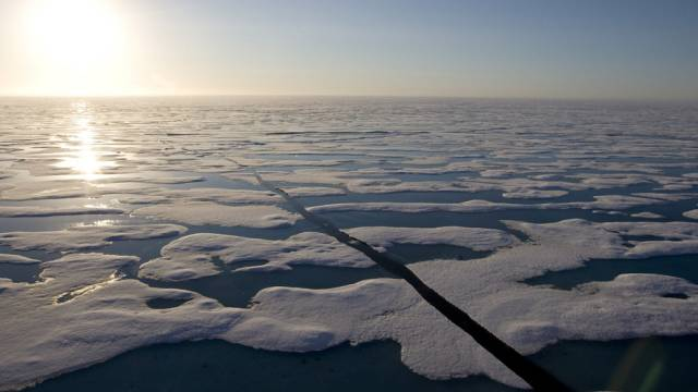 Blick auf eine Passage durch das arktische Eis (Archiv)