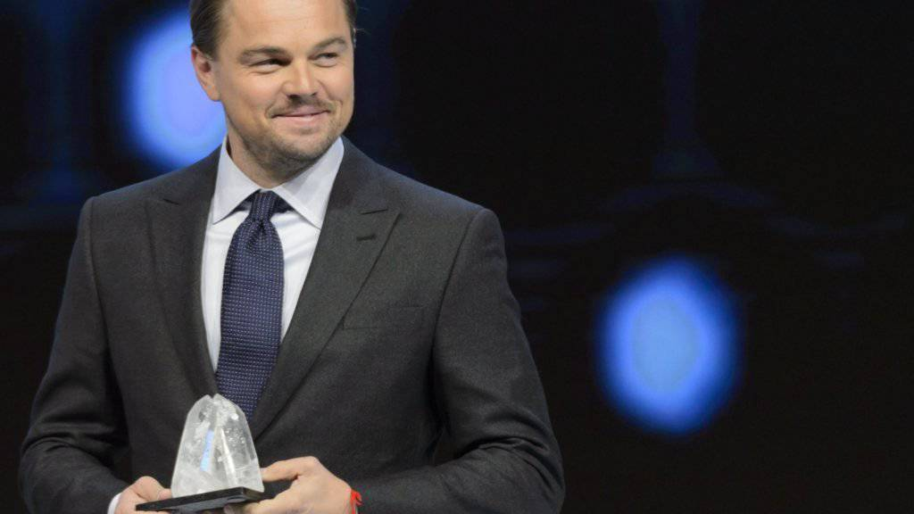 Leonardo DiCaprio nimmt am WEF in Davos den «Crystal Award» entgegen. Der Schauspieler wurde für seinen Einsatz gegen den Klimawandel und zum Schutz bedrohter Tierarten ausgezeichnet.