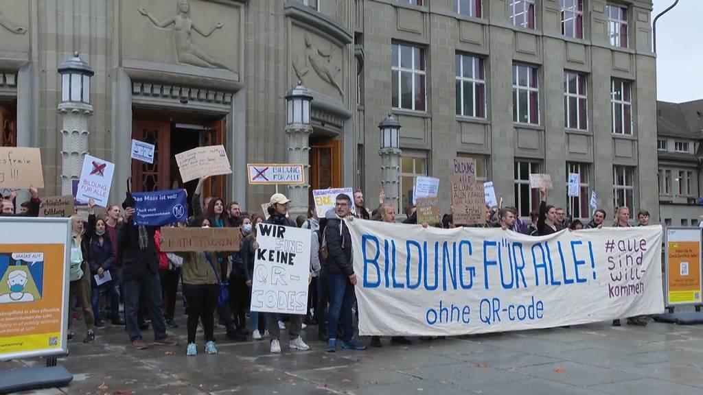 Semesterstart: Studierende demonstrieren gegen Zertifikatspflicht an Uni Zürich