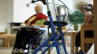 Die Gemeinden zahlten über Jahre zu viel an Pflegekosten von Altersheimen. (Archiv)