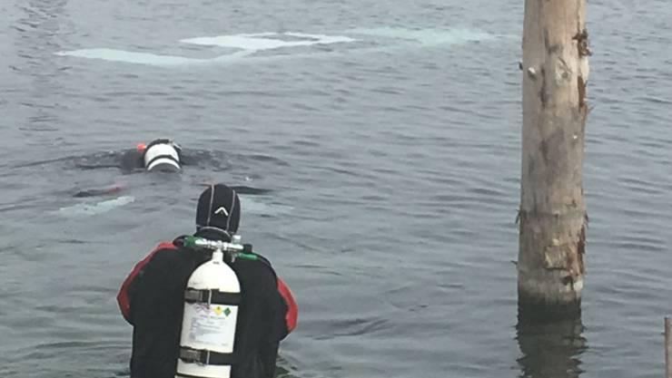 Taucher der Seepolizei bargen die tote Frau aus dem Auto.