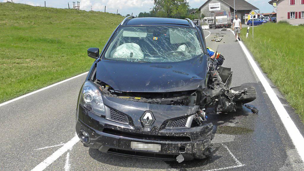 Beim Unfall in Winden TG wurden zwei Personen verletzt: die 89-jährige Fahrerin und ihr Mitfahrer.