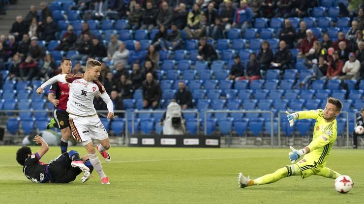 Maurice Brunner schiebt zum 1:0-Führungstreffer für Vaduz ein.