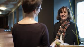 Die Angestellte Marie Egli arbeitet in der neuen Uniform des Weltkulturerbe Stiftsbezirk in St. Gallen.