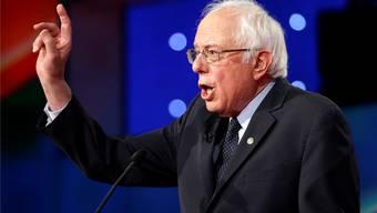 Wittert seine Chance: Bernie Sanders feuert Breitseiten auf Hillary Clinton ab.Key