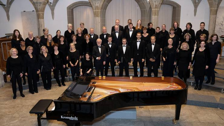 Der Kammerchor Aarau präsentiert sich vor dem ersten Konzert in der Stadtkirche Aarau, unter der neuen Leitung von Ramin Abbassi.