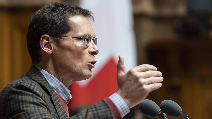 Roger Köppel (SVP/ZH) stellt sich im Nationalrat gegen die Kohäsionsmilliarde an die EU.