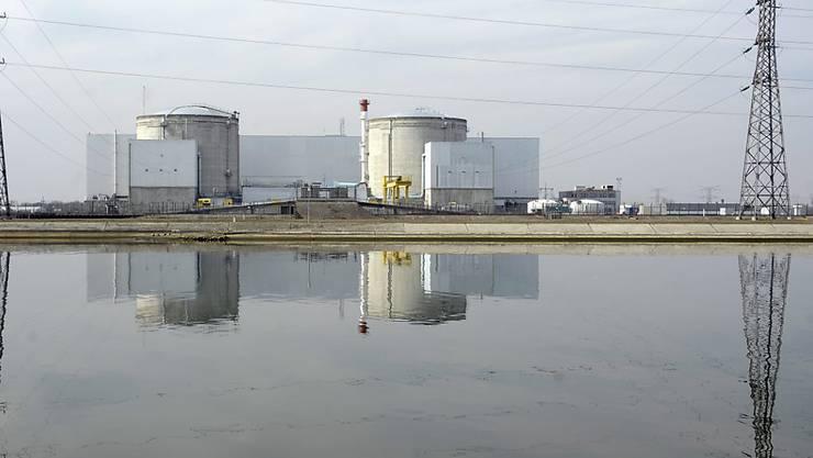 Der neue französische Umweltminister will an der Schliessung des AKW Fessenheim festhalten. (Archiv)