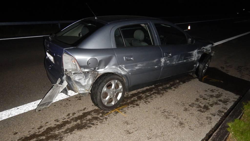 Am Fahrzeug des Unfallverursachers entstand Totalschaden.