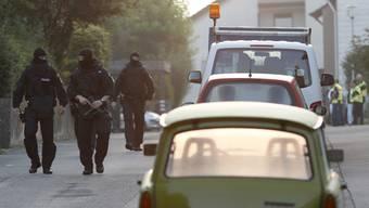 Hunderte Einsatzkräfte von Polizei, Feuerwehr und Rettungsdiensten sind nach dem Bombenanschlag in Ansbach im Einsatz.