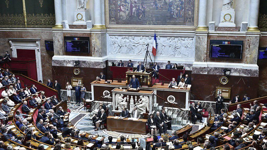 Wie erwartet sprach die Nationalversammlung der neuen Regierung das Vertrauen aus. Das Kabinett kann auf den Rückhalt einer breiten Parlamentsmehrheit zählen.
