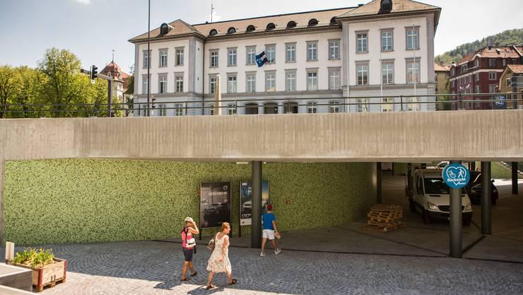 Das Bezirksgebäude am Schulhausplatz hat nach der langen Bauzeit wieder eine bedeutendere Stellung im Stadtbild.