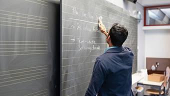 In den Limmattaler Gemeinden dürften auch im nächsten Schuljahr an allen Wandtafeln Lehrpersonen stehen: Trotz Corona-Lockdown geht die Lehrersuche voran.