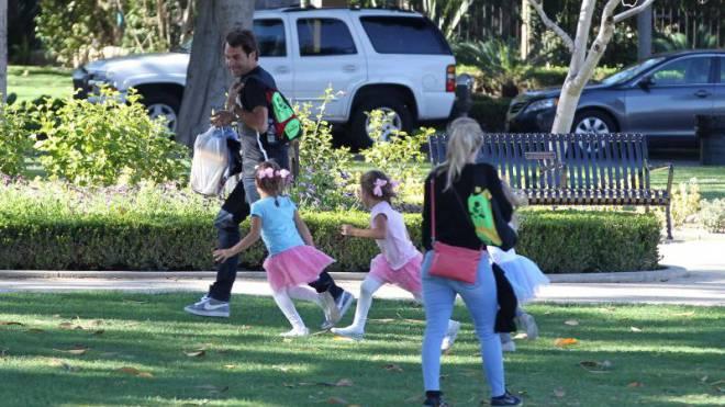 Roger Federer mit seinen Töchtern Charlene und Myla in Beverly Hills (USA). Foto: Dukas