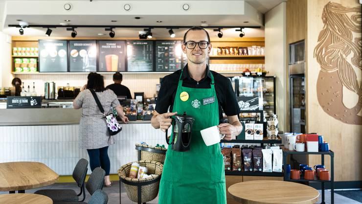 Vom Barista zum Store-Manager: Marco Schwarz (26) ist in Aarau Chef über zehn Angestellte. Es sollen bald noch mehr sein.