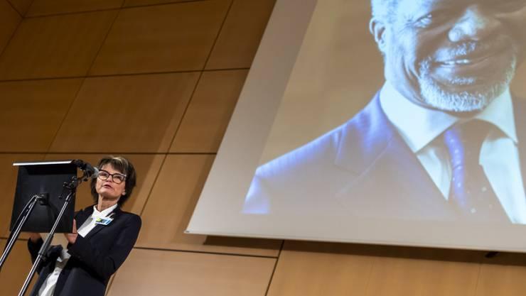 Die ehemalige Bundesrätin Micheline Calmy-Rey spricht im Palais des Nations in Genf an der Gedenkfeier für Kofi Annan.