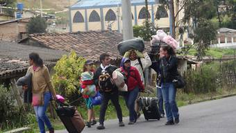 Mit Sack und Pack über die Grenze: Flüchtlinge aus Venezuela in der Stadt Tulcan, Exuador.