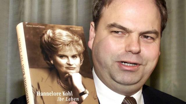Peter Kohl mit Buch über seine Mutter Hannelore (Archiv, 2002)