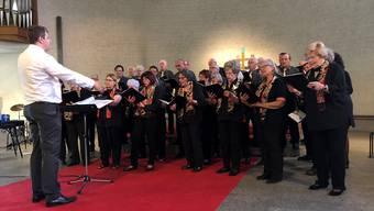Unter der Leitung von Frauenchor-Dirigent Igor Retnev (links) sangen der Frauenchor Schlieren und der Männerchor Engstringen.