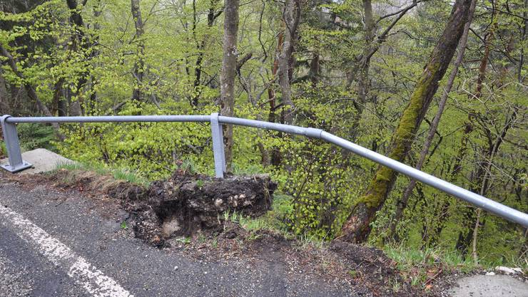 Die vor Ort gefundenen Fahrzeugteile könnten vom Unfallauto stammen.