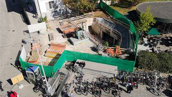 Wo der neue Zugang beim «Starbucks» hinkommen soll, klafft noch ein Loch.
