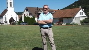 OK-Präsident Werner Müller auf dem Sportplatz in Wittnau, der Anfang August zur Wettkampfarena umgenutzt wird.