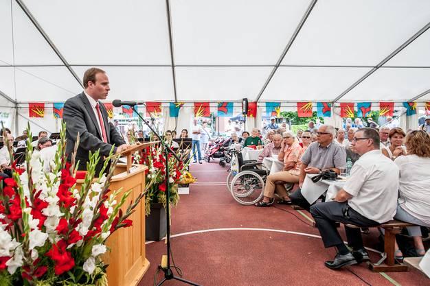 Grossratspräsident Marco Hardmeier spricht an der Bundesfeier in Wettingen. 3