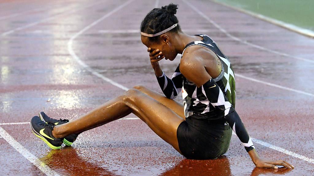 Die Niederländerin Sifan Hassan freut sich über ihren Weltrekord über 10'000 m, den sie in Hengelo aufgestellt hat.