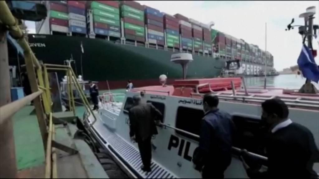 Schiff im Suezkanal rührt sich