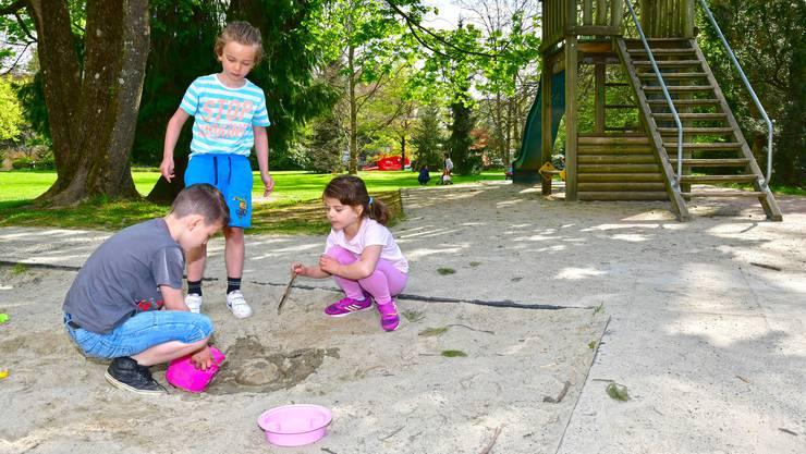 Geht es nach dem Willen des Stadtrats, soll im Stadtpark auf der rechten Aareseite bis spätestens 2021 ein behinderten- gerechter Generationenspielplatz entstehen.