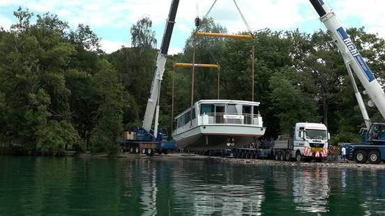 Das neue Hallwilerseeschiff wird zu Wasser gelassen