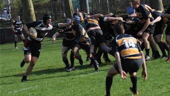 Während des Rugby-Spiels geht es hart, aber fair zu. In der dritten Halbzeit wird zusammen gegessen.Junkov