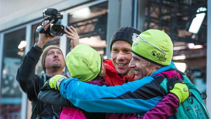 Fröhliche Gesichter beim Rappen-Run 2015: das Team mit Urs Grieder (r.) beim Zieleinlauf in Bern. zvg/SRF