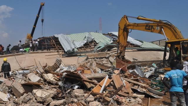Vom Einkaufszentrum blieben nur noch Trümmer übrig