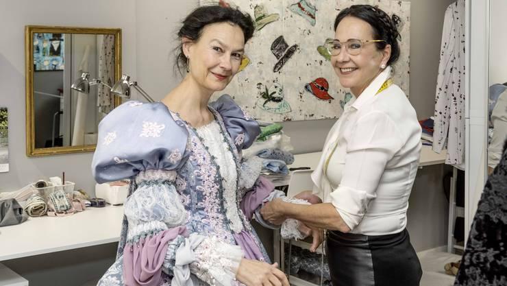 Marie-Christine Egger (l.) mit Christine Schönbächler.