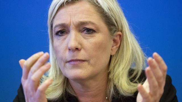 Marine Le Pen stimmt mit SVP-Nationalrat Oskar Freysinger nicht überein. (Archiv)