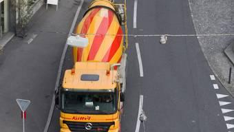 Ein Betonmischer stösst in Genf mit einem Radfahrer zusammen und verletzt diesen tödlich (Symbolbild)
