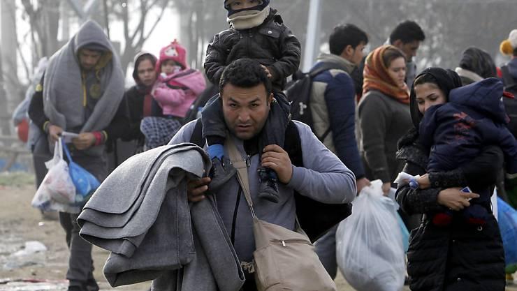 Keine Zeit verlieren: EU-Registrierungszentren für Flüchtlinge in Griechenland und Italien sollen in vier Wochen ihre Arbeit aufnehmen.