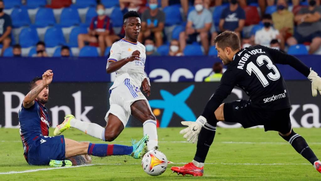 Doppeltorschütze Vinicius Junior rettet Real einen Punkt – hier trifft der Brasilianer zum 2:2.
