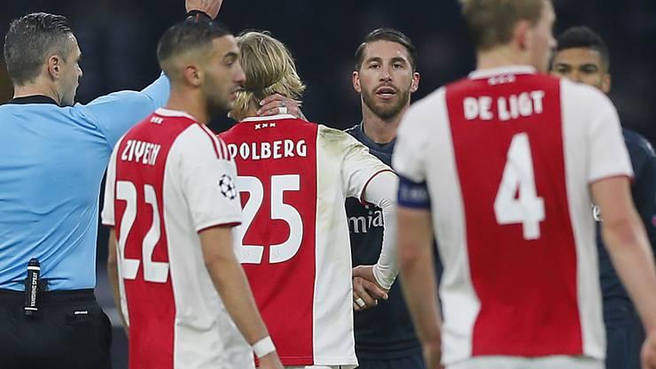 Die Gelbe Karte, die sich Sergio Ramos in Amsterdam absichtlich holte