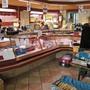 Während der Coronakrise wird der Verkaufsraum der Zentrum-Metzg als Arbeitsfläche genutzt.