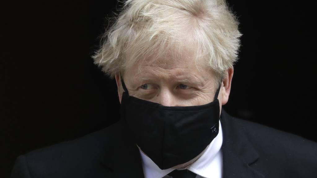 Boris Johnson, Premierminister von Großbritannien, verlässt 10 Downing Street. Foto: Kirsty Wigglesworth/AP/dpa