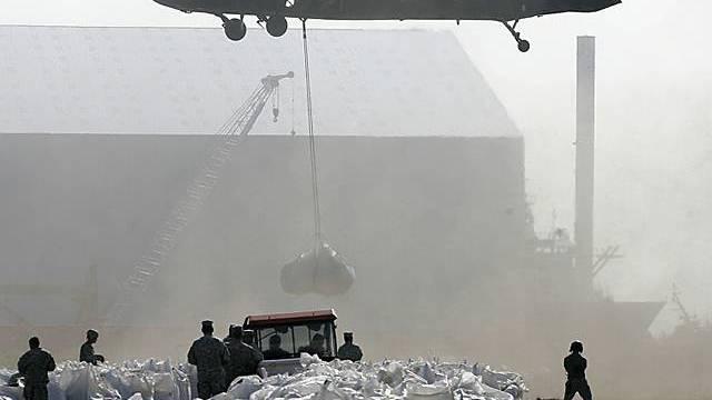 Sandsäcke werden zum Schutz der Küsten eingesetzt