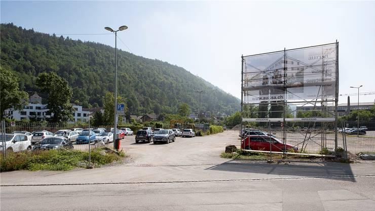 Noch kann auf dem weitläufigen Areal an der Ergolz parkiert werden. Bald ist aber Schluss.