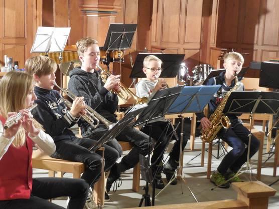 """Die Kinder der """"Bläserbande Musikschule Wettingen"""" traten als Gast-Formation auf"""