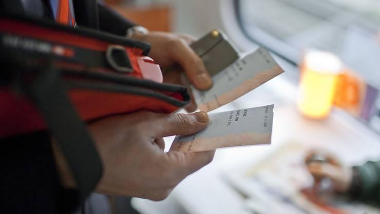 Zwar gibt es Billette heute auch auf dem Smartphone, aber ein automatisches System für E-Ticketing ist schweizweit noch kein Thema (Symbolbild)