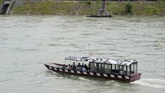Die St. Alban-Fähre blieb mitten auf dem Rhein stecken. (Archiv)