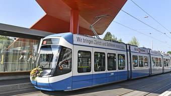 Die erste Etappe der Limmattalbahn ist bereits in Betrieb – zwischen Zürich-Farbhof und Schlieren. Geplant ist, dass die Bahn letztlich bis nach Baden fährt. (Archivbild)